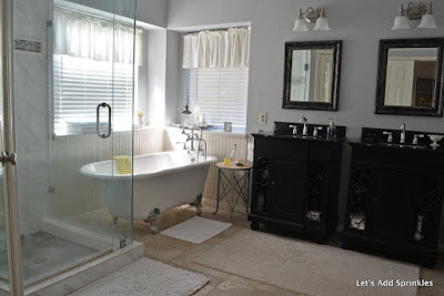 White, Farmhouse, Beadbaord, Glass Shower enclosure, Chrome