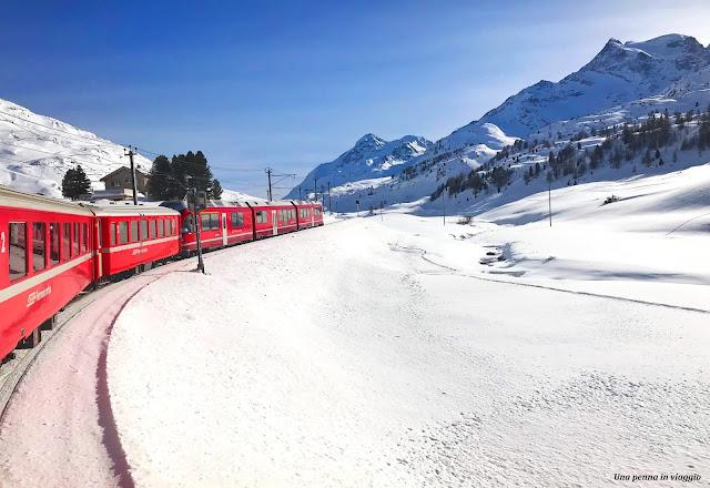 Trenino Rosso del Bernina d'inverno