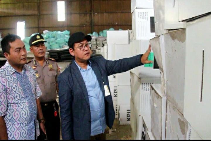Nasib Kotak Suara di Cirebon Rusak Karena Hujan