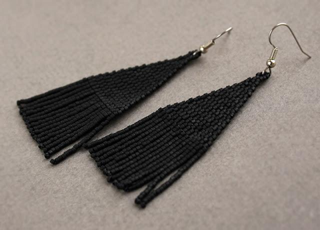 купить длинные висячие черные серьги бижутерия из матового бисера цена фото