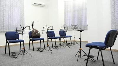 افتتاح مركز عمر بشير للموسيقى لتعليم الألات الموسيقية الة العود الة القانون الة الكمان الة الجيتار الة البيانو الة الايقاع