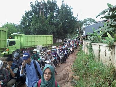 Jalur Belakang PNJ Macet