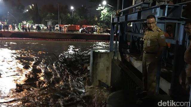 Jakarta Banjir, Tenang Gubernur Sudah Bolak-Balik Pantau Langsung Pintu Air Manggarai....