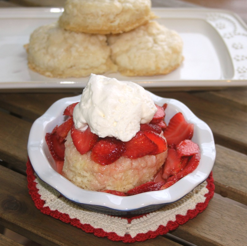 Crazy for Cookies and more: Strawberry and Cream Sugar Biscuit