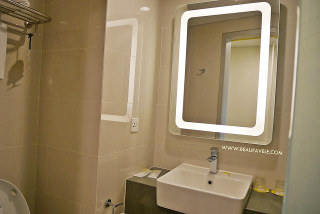 Desain kamar mandi di Yello Paskal