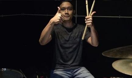 Hendak Tunaikan Umroh Perdana, Begini Ungkapan Kebahagiaan Drummer D'masiv Yang Seorang Mualaf