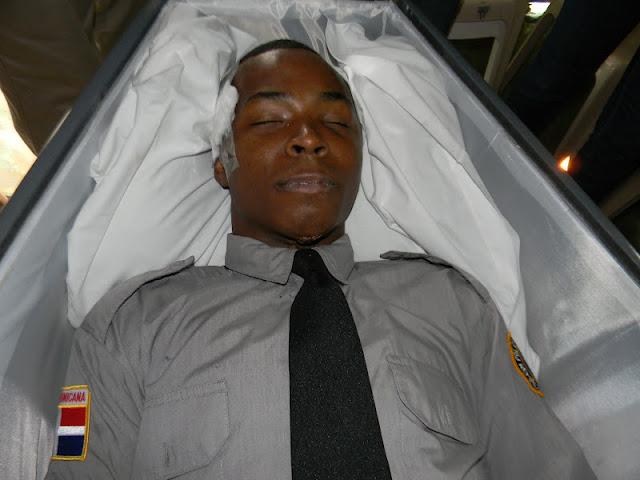 Resultado de imagen para Un raso de la Policía Nacional se suicidó de un disparo en la cabeza