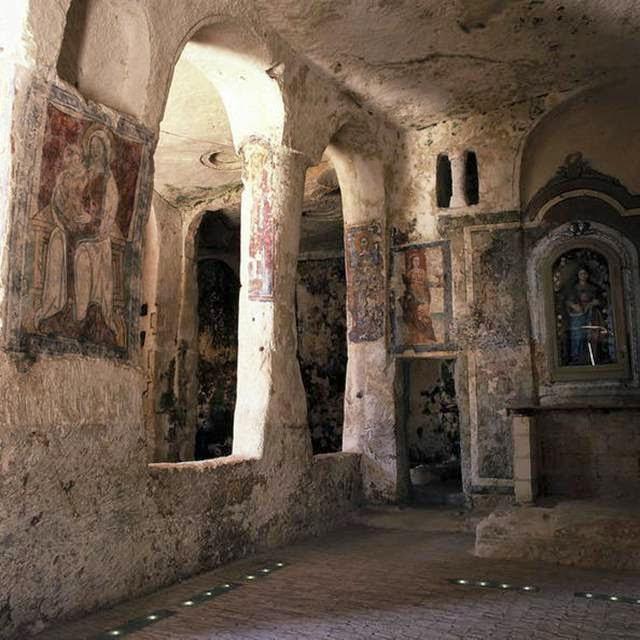 Photographers document India's wondrous and weird church ... |Strange Churches