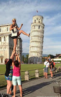 Gruppen Urlaubsfoto am Eifelturm lustig