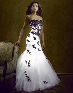 Vestidos de novia con aplicaciones negras