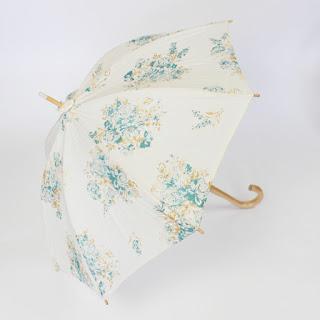 『長い日傘』と『折りたたみの日傘』