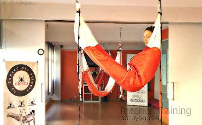 yoga, aeroyoga, yoga aerien,art, vie, valerie marie, stage, formation, enseignants, articles, presse, formation professionelle, professeur, hamac yoga, balancoire, suspension. gravity, sante, mise en forme, maigrir, sport, anti, age,