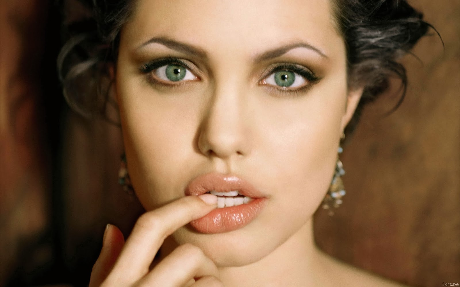 Beautiful Hollywood Actress Angelina Jolie