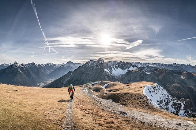 Abfahrt vom Gipfel Saile Stubai Bike