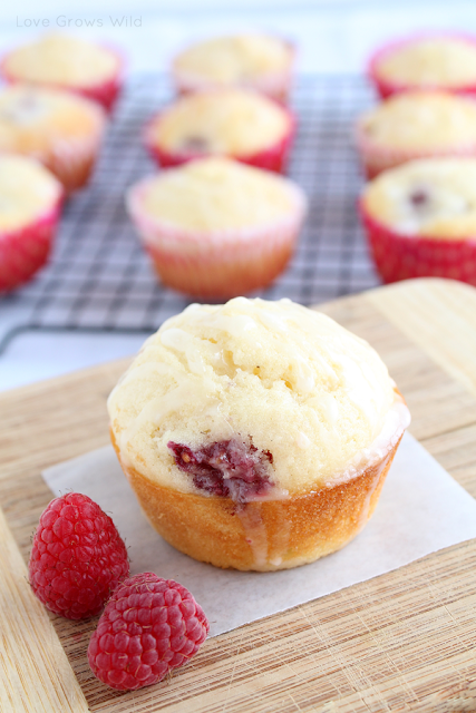 Lemon Raspberry Muffins by Love Grows Wild www.lovegrowswild.com #breakfast #brunch #muffin #raspberry #lemon #recipe
