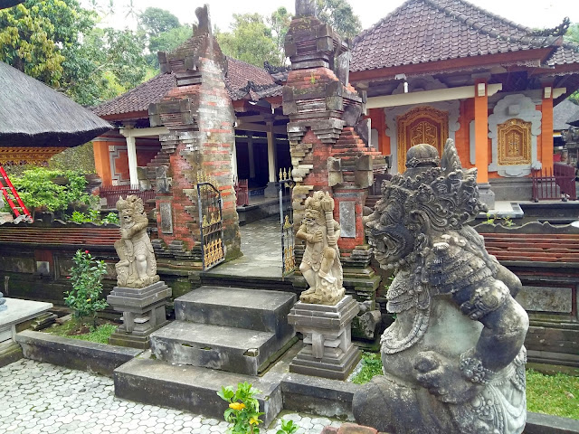 Храмы Бали.Храм Священной воды Тирта Эмпул.