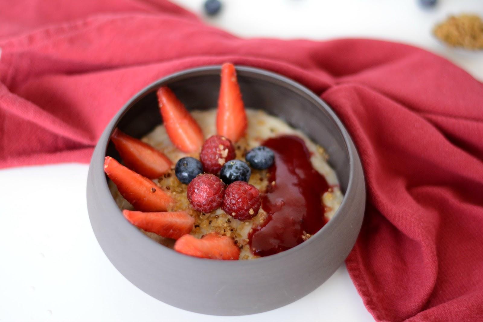 porridge fruits rouges et quinoa souffl sans gluten autour de cia. Black Bedroom Furniture Sets. Home Design Ideas