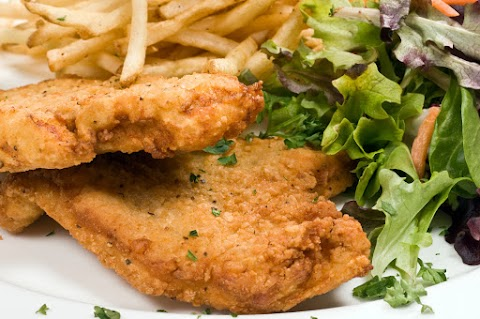 Fokhagymás kefirben pácolt csirkemell ropogós panírban: omlós, szaftos marad a hús