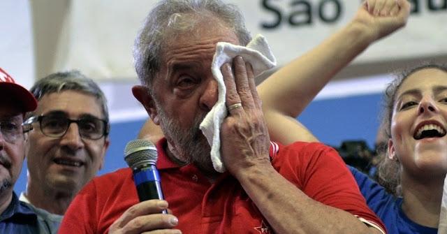 Agora é a vez de Lula