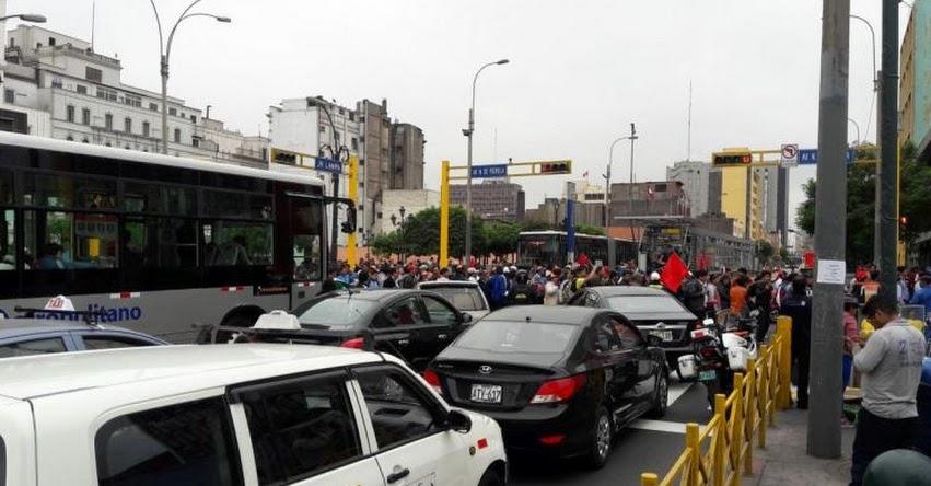 Protestas del SUTEP bloqueó paso de buses del Metropolitano en el centro de Lima