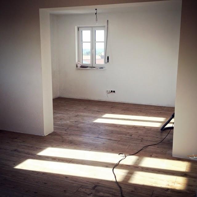 wir bauen ein haus laminat und fliesen legen im akkord. Black Bedroom Furniture Sets. Home Design Ideas
