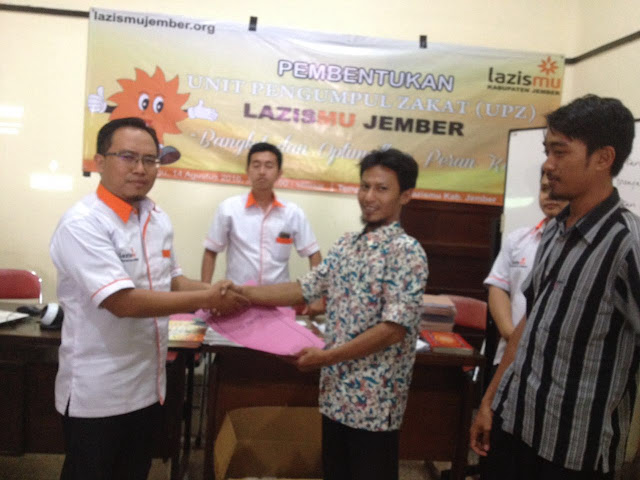 Penyerahan SK Koordinator UPZ Lazismu se-Jember