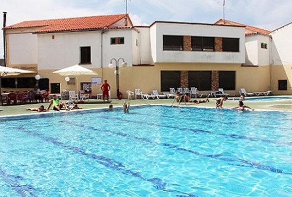 La piscina municipal protagonista de la darrera jornada for Piscina municipal quart de poblet