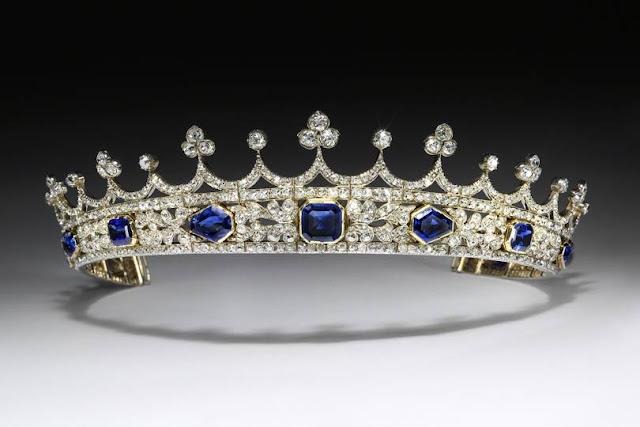 Queen Victorias sapphire and diamond coronet (Photo Victoria and Albert Museum)