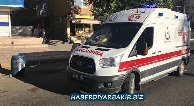 Diyarbakır Şehitlik'te cinnet geçiren koca, karısı ile kızını yaraladı