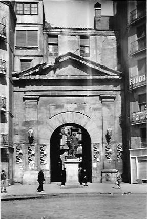 A la derecha, la Fonda Cuatro Naciones, donde mataron al beato Javier Surribas.