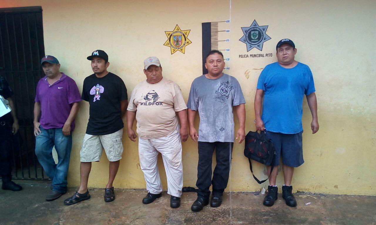 Detienen a funcionarios por embriagarse en oficinas del for Oficinas del ayuntamiento