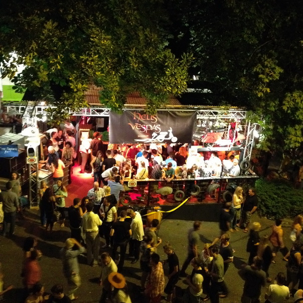 Badenfahrt Menschen Baden Vespas Fest