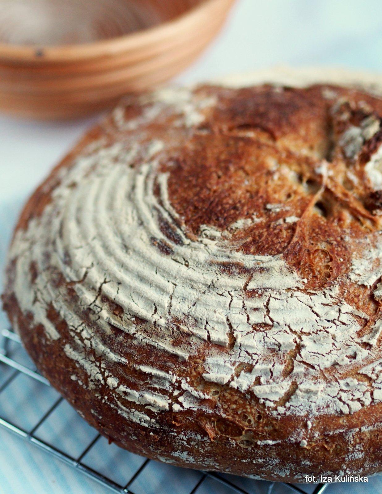 Domowe pieczywo - chleb wiejski, francuski - wypiekanie na śniadanie