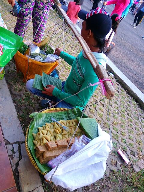 Kue Lupis jajanan tradisional ada di Kambang Iwak Palembang