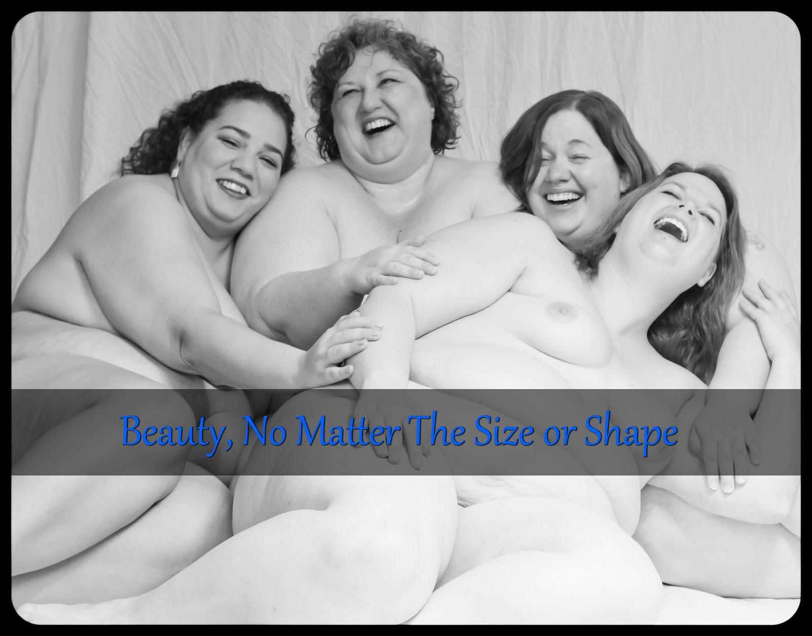 Fette nackte Frau posiert lustig