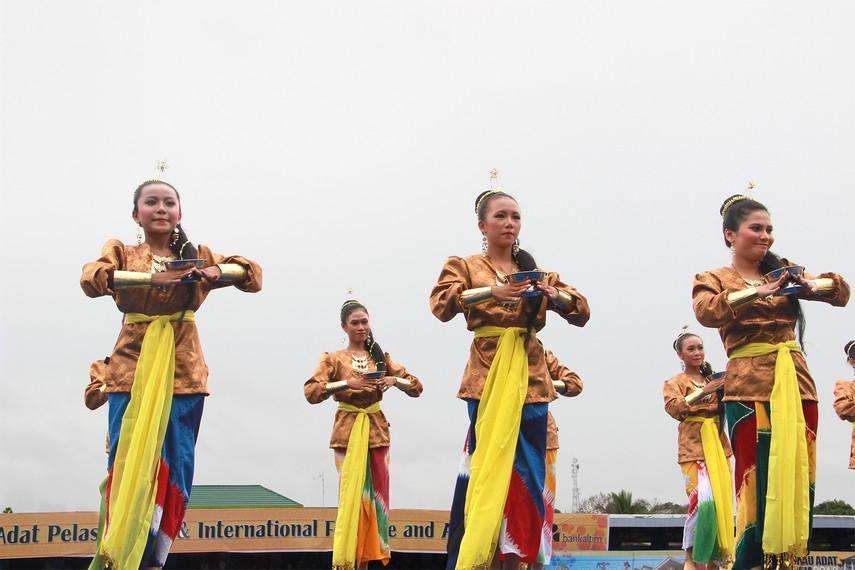 Tari Persembahan Kutai, Tarian Tradisional Dari Kutai Kartanegara Kalimantan Timur