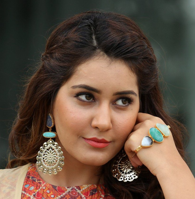 Model Rashi Khanna Face Close Up Photos Gallery