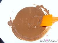 Chocolate con leche derretido