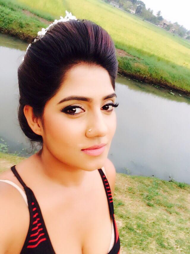 Srilankan Model Manik Wijewardana - Sri Lankan Fashion Pics