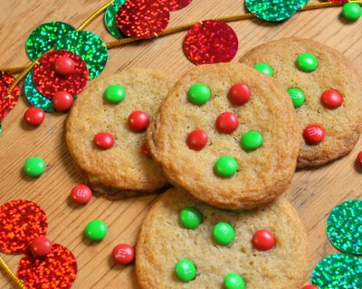 Perfect M&M Cookies ♥ KitchenParade.com, the classic Tollhouse cookie recipe with holiday M&Ms, crispy or chewy.