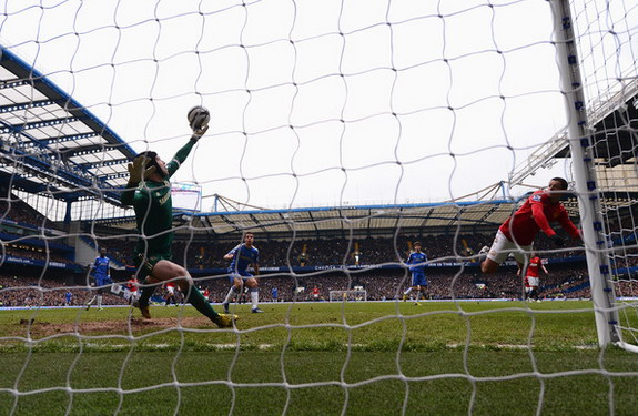 Chelsea goalkeeper Petr Čech saves a header from Manchester United forward Javier Hernández