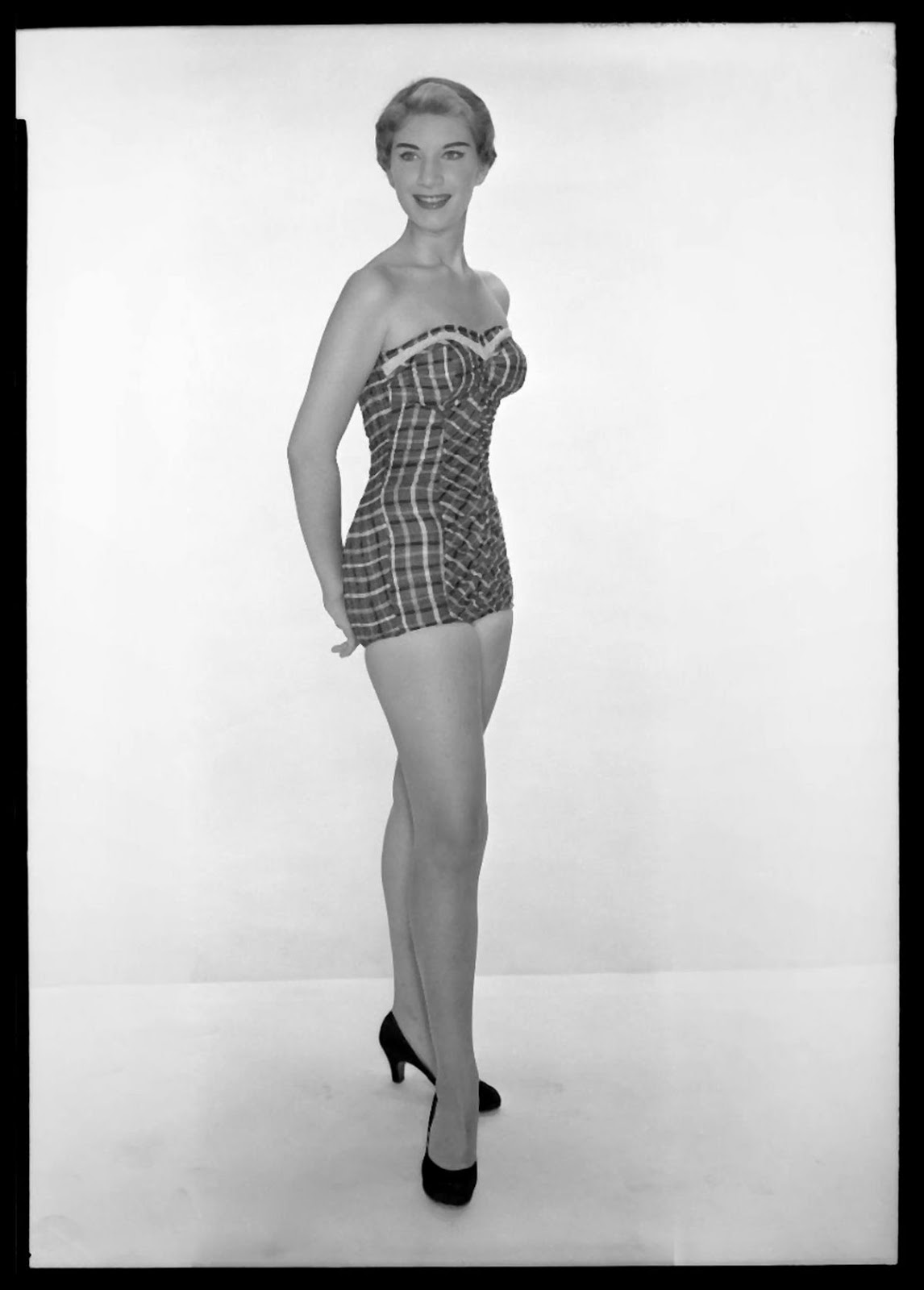 Sexy 1950s clothing