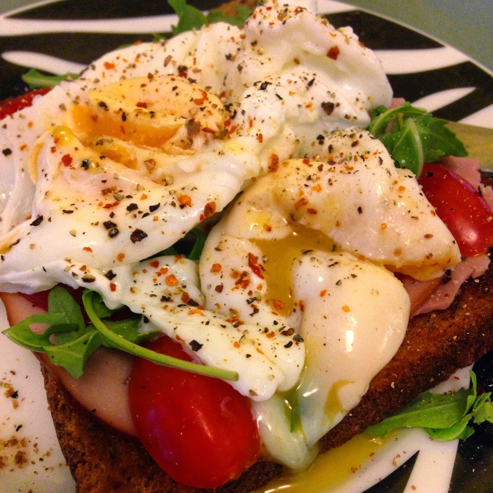 Poached eggs - healthy clean breakfast ideas and recipes