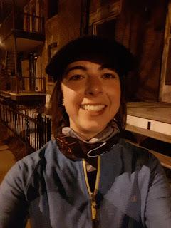 Coureuse souriante, le soir, Montréal
