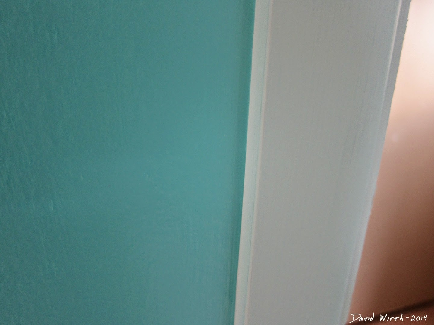 how to paint a straight edge on a wall, corner, trim