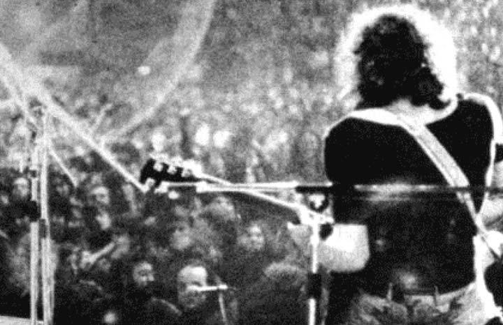 Fotografía tomada de la portada del libro 50 años rock – Lado A de Miguel Angel Dente, Daniel Gaguine y Matías Recis