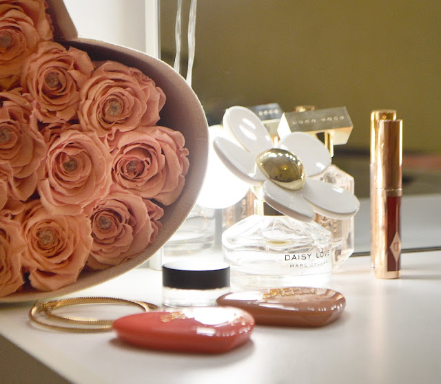 What's on my dressing table? Hurn & Hurn Native Union Charging Dock Feature, Lovelaughslipstick Blog