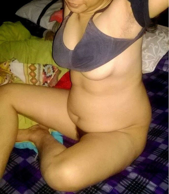 desi hot bhabhi,sexy bhabhi open bra,sexy aunty boobs in bra,desi aunty ke gore dood