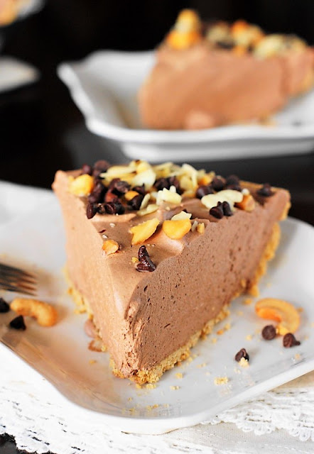 Creamy and Delicious Easy Chocolate Mousse Pie Image