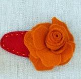 http://lasmanualidades.imujer.com/5643/adorable-broche-con-flor-de-fieltro